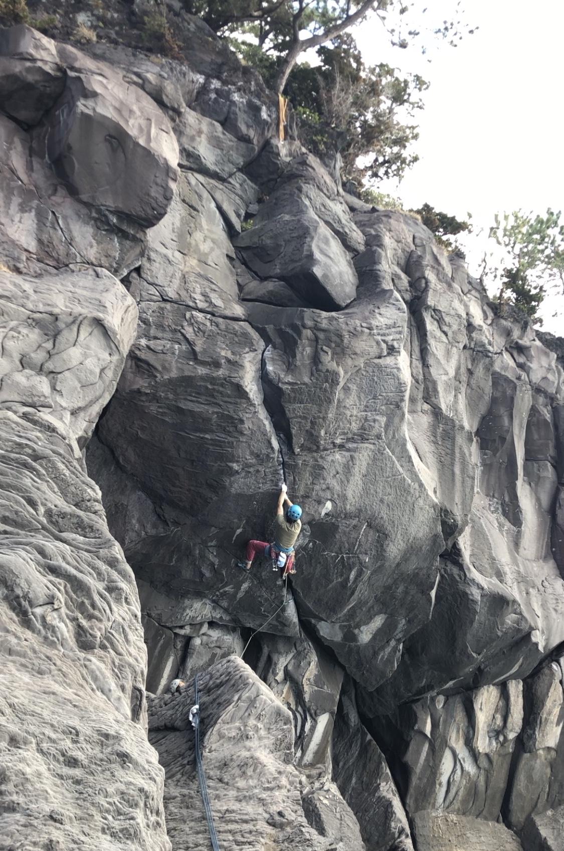 城ヶ崎でクラッククライミング なみだちでタコ、日蓮埼で楽しい3本が登れた