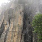 梅雨の瑞牆 末端壁で「泣きっ面」を登った